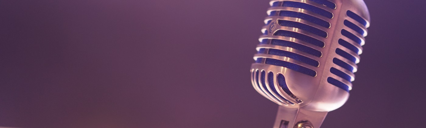 Retro microphone signifying the resurgence of podcasting