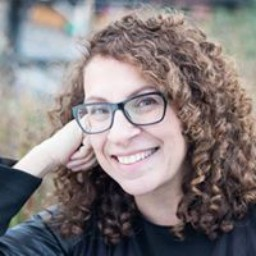 Dr. Cecilia Dintino — Co-founder Twisting the Plot