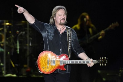 Travis Tritt Thanks Braves, Rips 'Wing Nut Cancel Tradition' After Singing Anthem: 'Thanks For…