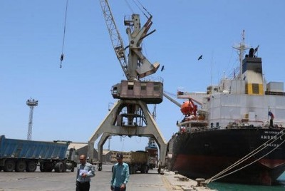 A massive, defunct oil tanker off of Yemen's coastline could sink or explode any day