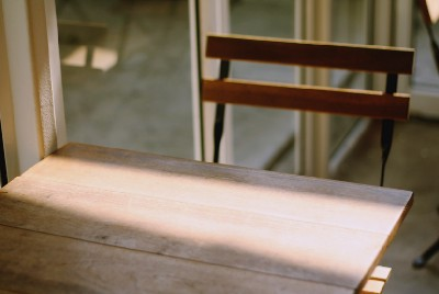 How to polish wooden furniture at home?