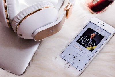 HOW TO LISTEN TO UNLIMITED AUDIOBOOKS WITHOUT PAYING FOR AUDIBLE