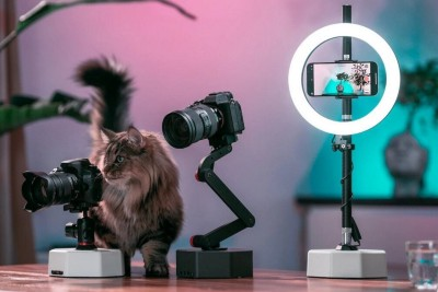 Billy & Billy Pro use AI and robotics to help create the perfect selfie