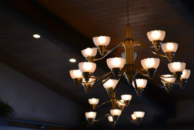 How To Clean Crystal Chandelier With Vinegar [EASY GUIDE 2021]