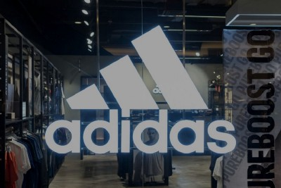"""French Watchdog Criticizes Adidas For Misleading """"Recycled"""" Stan Smith Sneakers"""