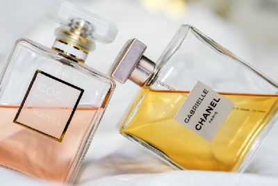 Perfume is Disrupting Your Hormones and Making You Sick