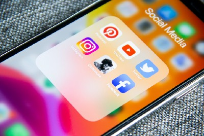 Is Social Media Poison? Does Tech Make Us Addicted to their Apps?