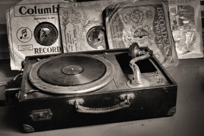 Eight Reasons Record Players are Great Gifts