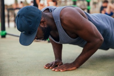 Push Ups vs Bench Press: Which Builds Muscle Faster?