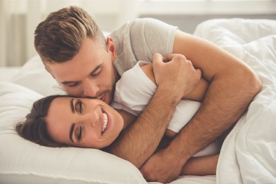 Why You Should Make Cuddling in Bed a Morning and Evening Routine