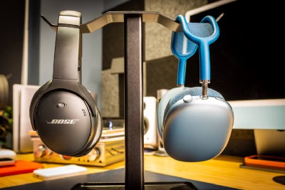 Are the Bose QC45 Headphones Better Than AirPods Max?