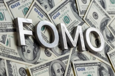 """Investing FOMO: How to manage """"Fear of Missing Out"""" in 6 steps"""