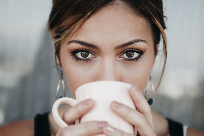 7 Habits That Attractive People Do Differently