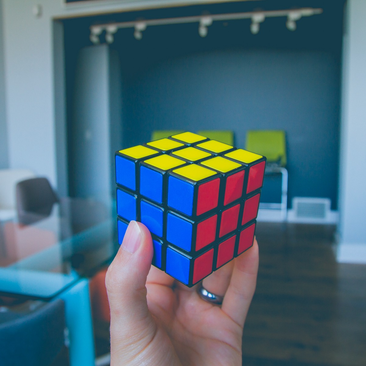 World/'s Smallest Rubiks Cube Twist and turn to solve the puzzle by getting all