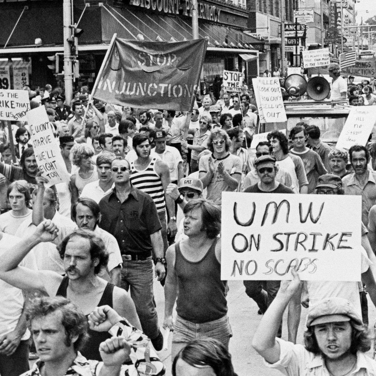 This violent 1974 clash over textbooks in West Virginia prepped ...
