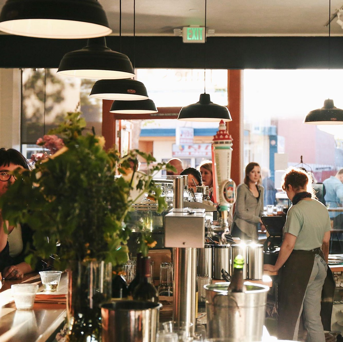 At These Cafés in Oakland, People Actually Talk to Each Other