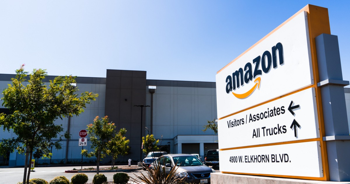 i-got-a-job-at-an-amazon-warehouse-without-talking-to-a-single-human