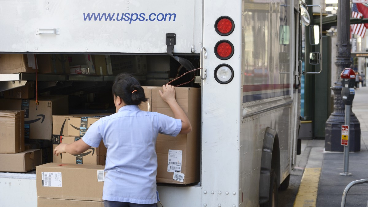 "Confessions of a U S  Postal Worker: ""We deliver Amazon"
