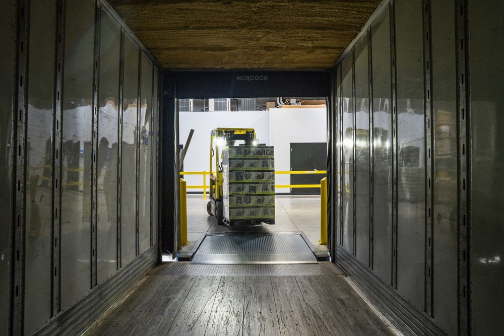 Robotics, AI, and Warehouse Management Systems in Warehouse