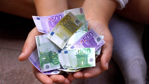France to offer 100 euro subsidy to poorer households