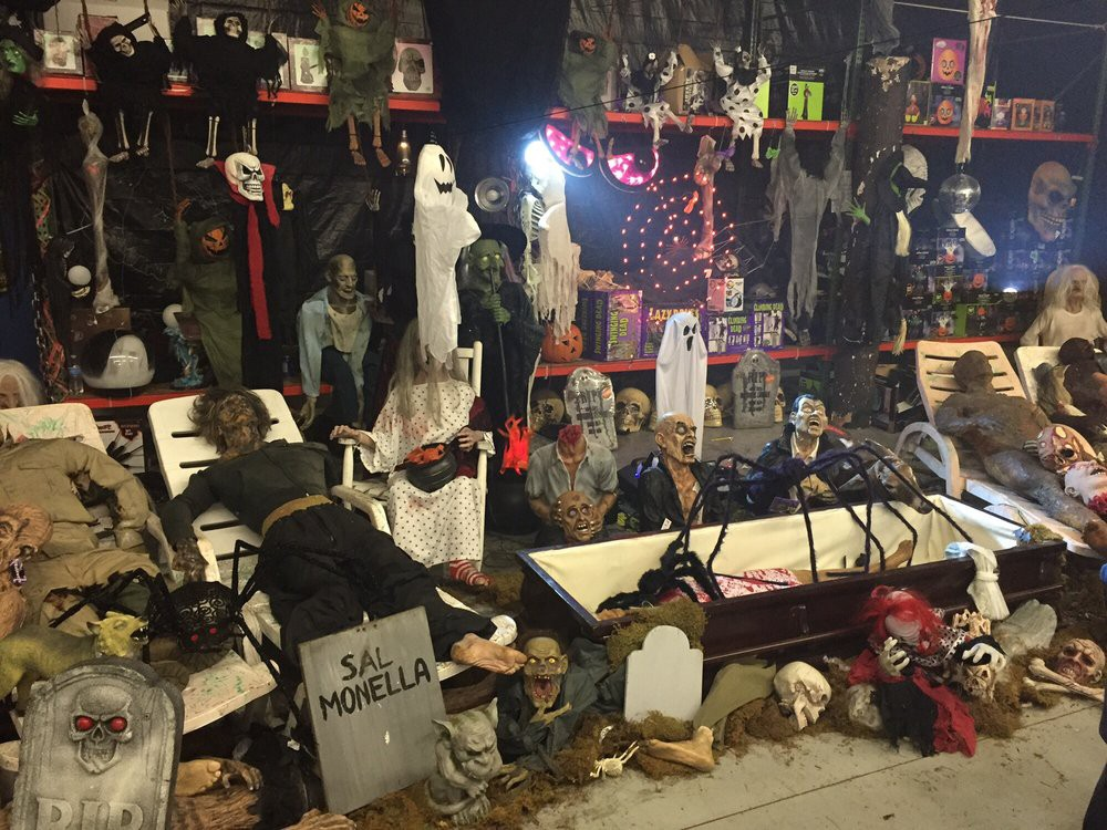 Halloween Stores Near Me. Looking for a best costume Halloween… | by  Glendale Halloweenss | Medium
