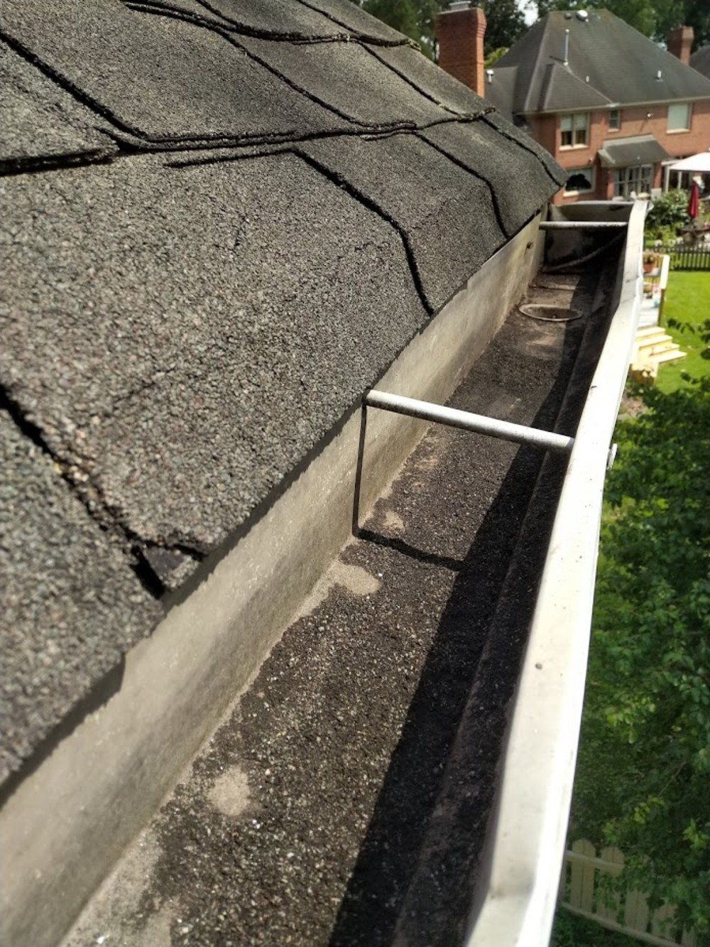 Houston Gutter Cleaning. Quality gutter cleaning in Houston | by Darren  Moore | Medium