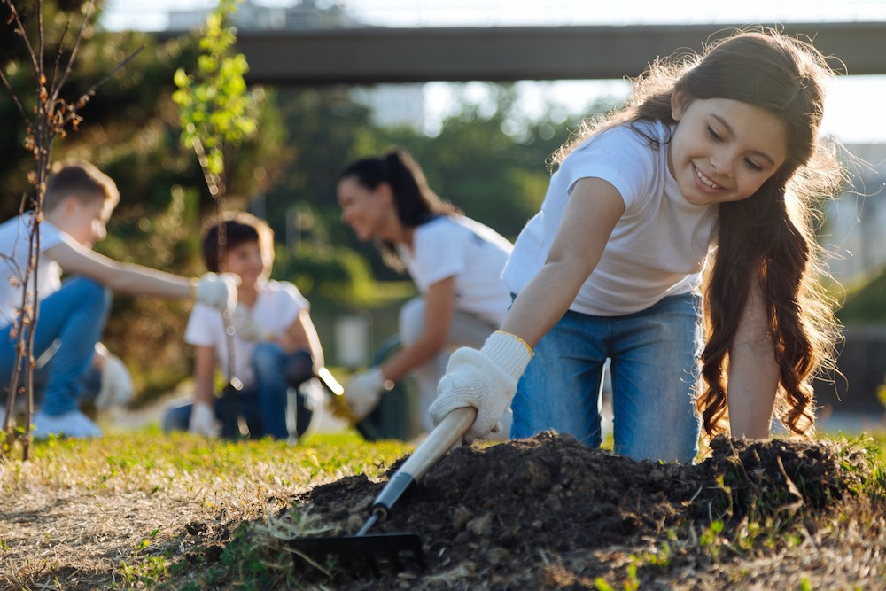 Gardening with children = plants they love to grow