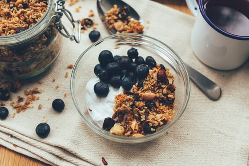 Nut granola served with blueberries and yogurt weight loss after pandemic with nutrail