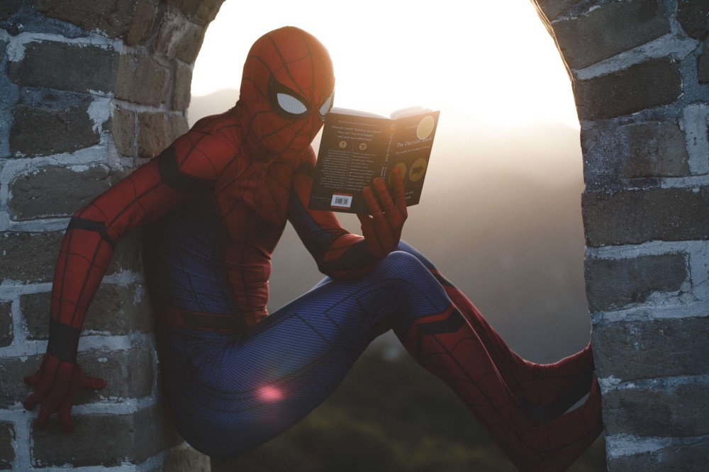 Spider man reading a book