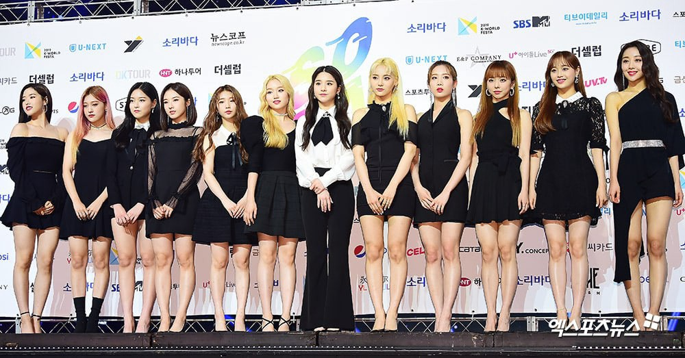 All Loona members at a red carpet