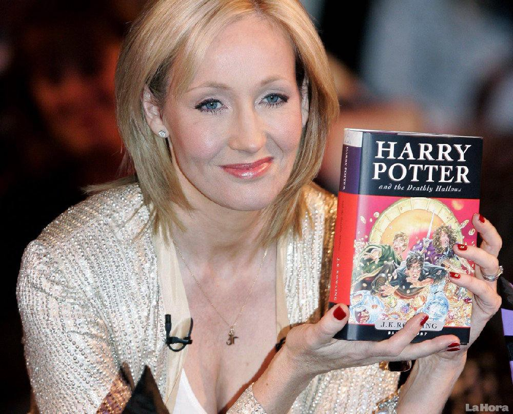 how old was jk rowling when harry potter was published