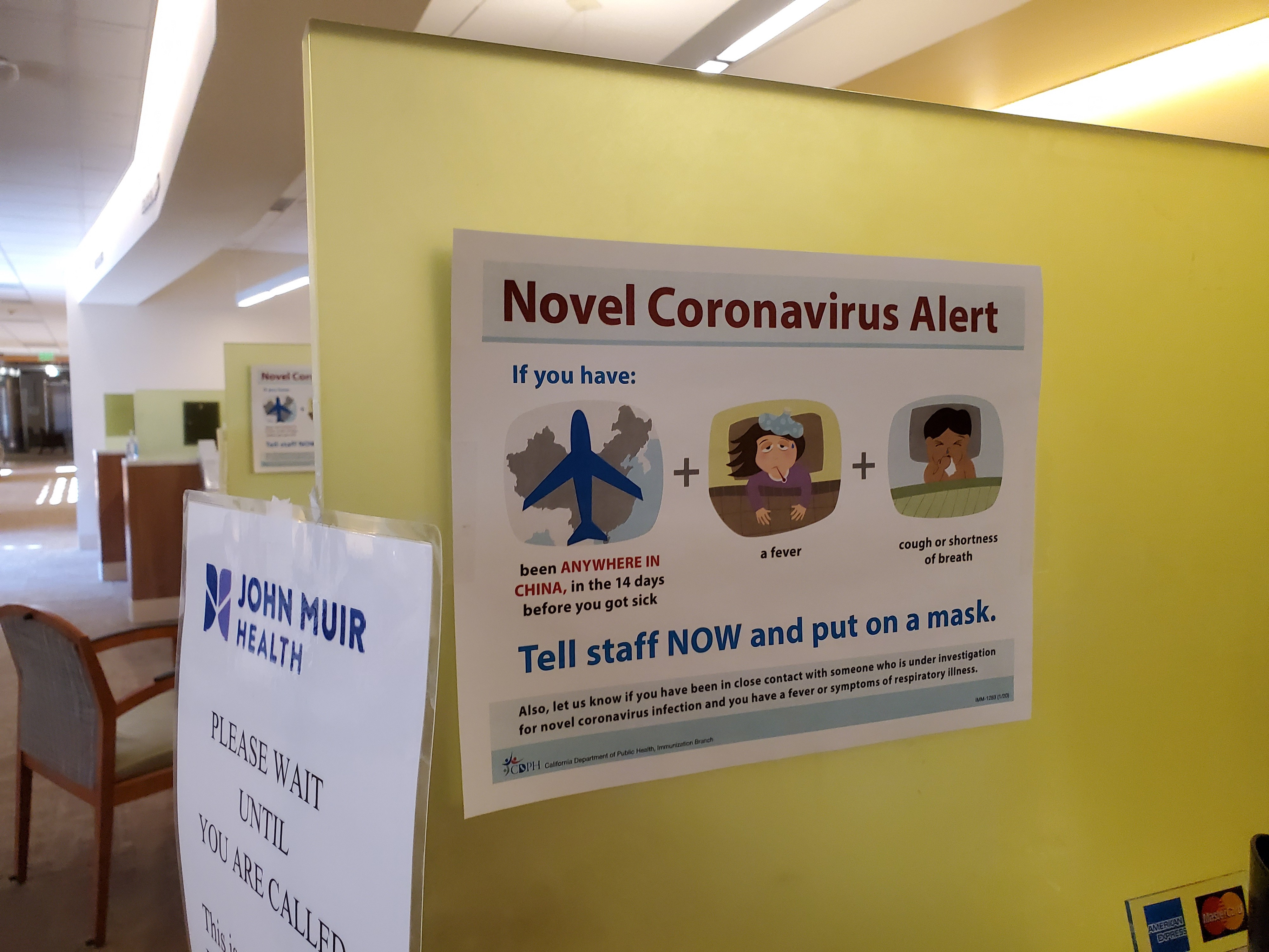 "Warning sign with text reading ""Novel Coronavirus Alert"", referring to quarantine and screening procedures."