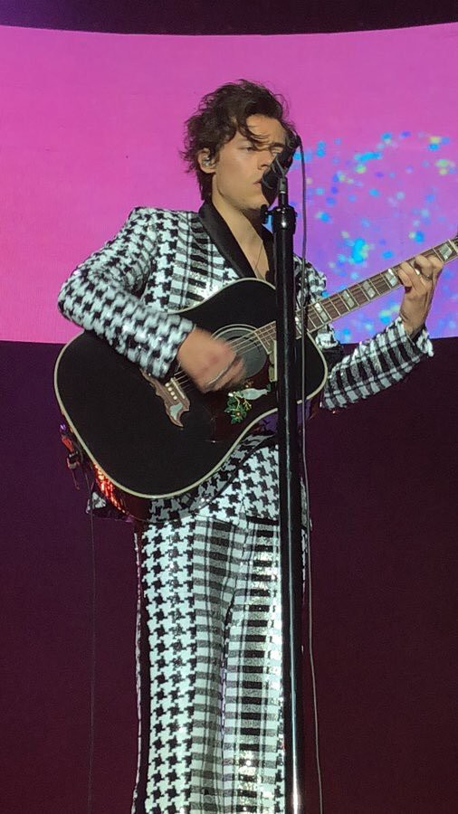 My Definitive Ranking of Harry Styles\u0027 2018 Tour Outfits