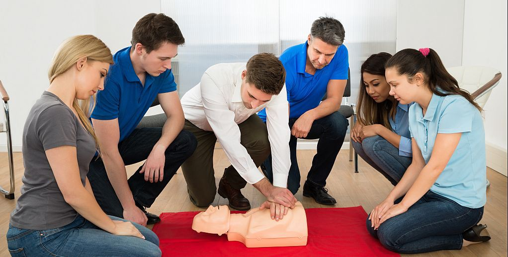 1 day emergency first aid course | emergency first aid at work training |  one day first aid training | by Safety Mark Training | Medium