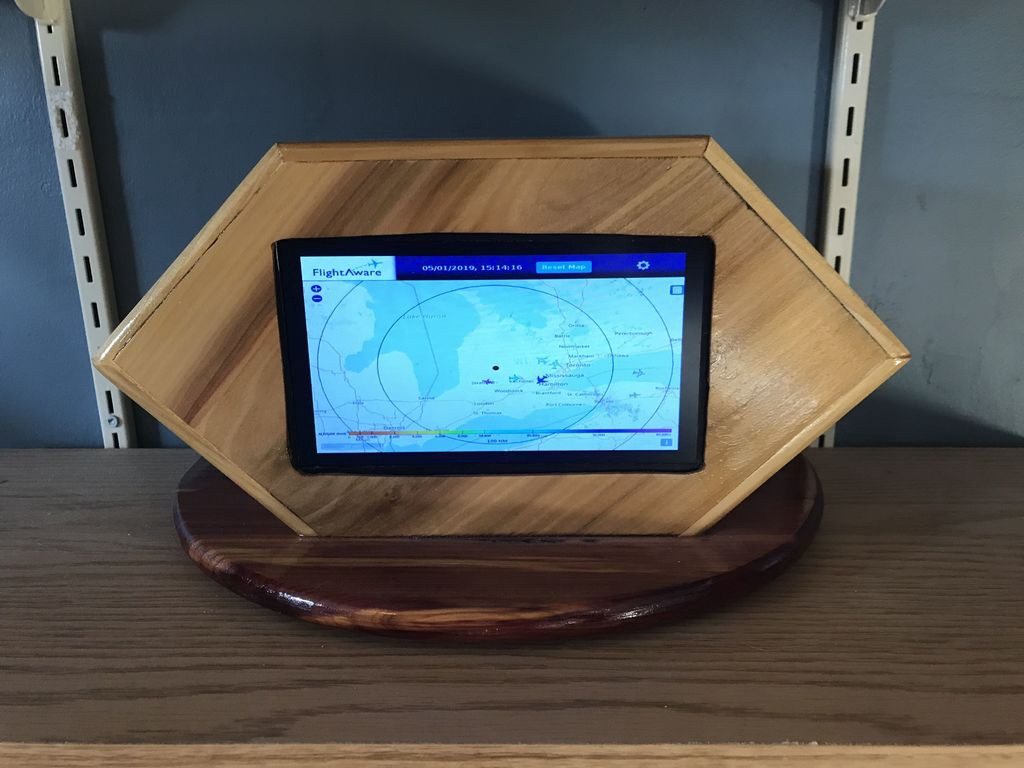 Track the Planes Above You with This Raspberry Pi-Equipped