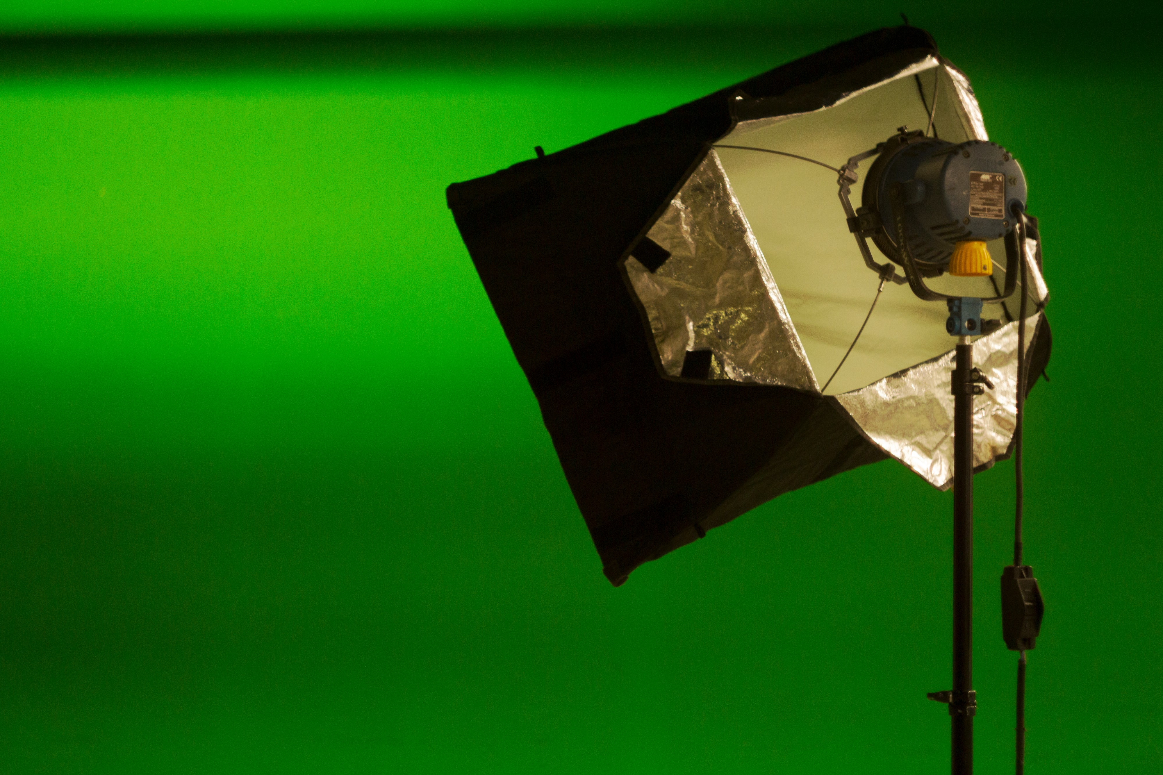 Creating a Green Screen App using the Chroma Key Effect in
