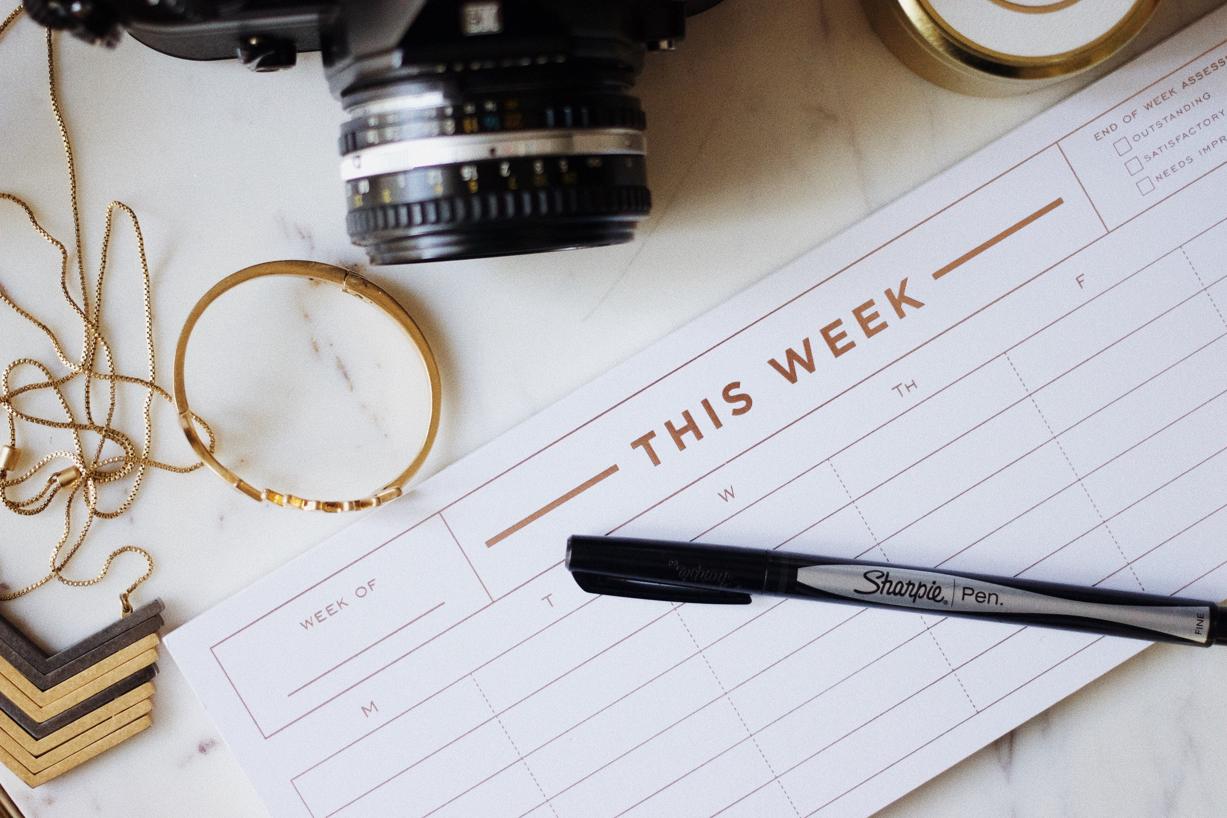 Weekly Calendar with pen — Photo by Jazmin Quaynor on Unsplash