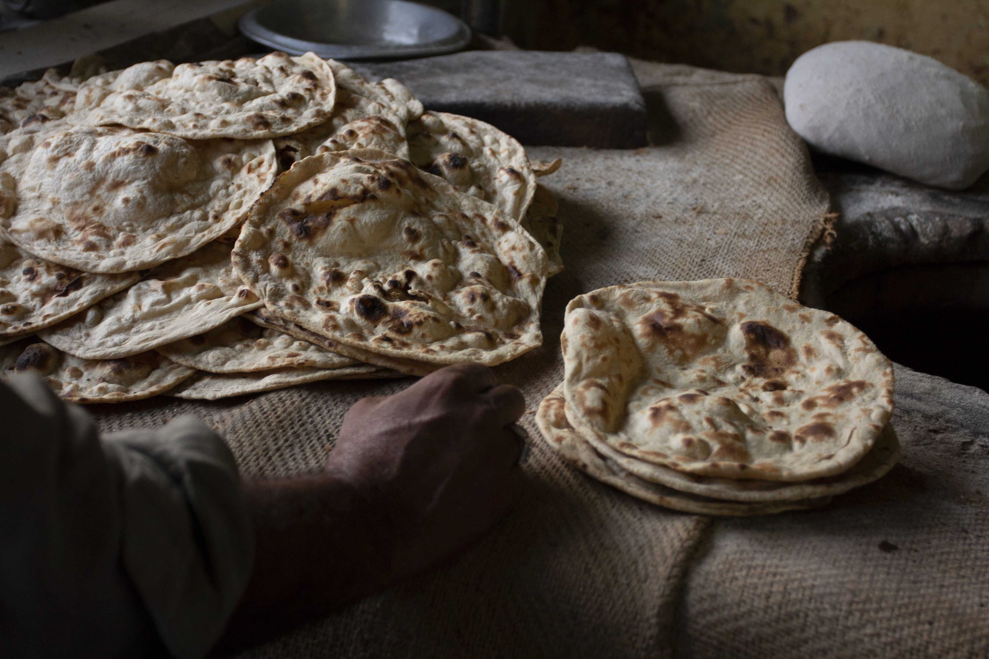 Bread is the staple food of Pakistani diets — more so than rice. Photo: Flore de Preneuf/ World Bank