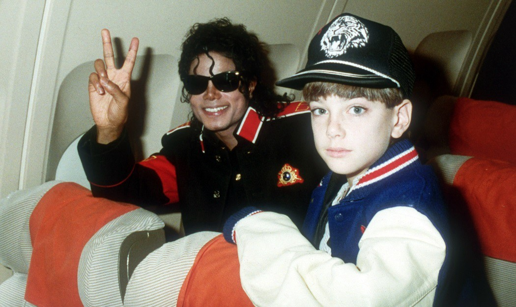 "A verdade sobre o caso ""Leaving Neverland"" — A História de James ..."
