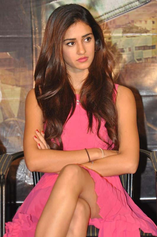 Latest Best Disha Patani HD Photos, Hot Wallpapers, Pictures