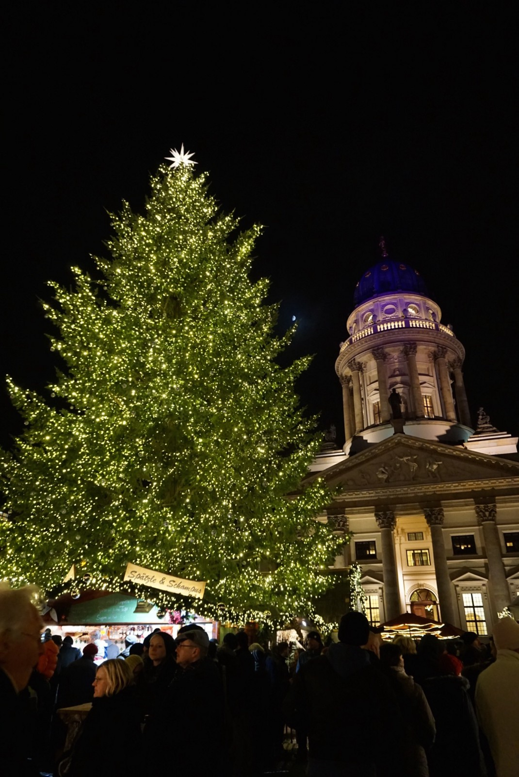 Gendermanmarkt berlin christmas tree