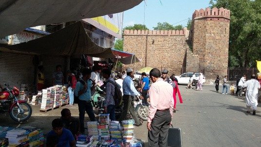 Great Reads at throw away prices: An amazing feat of the Delhi Book Fair