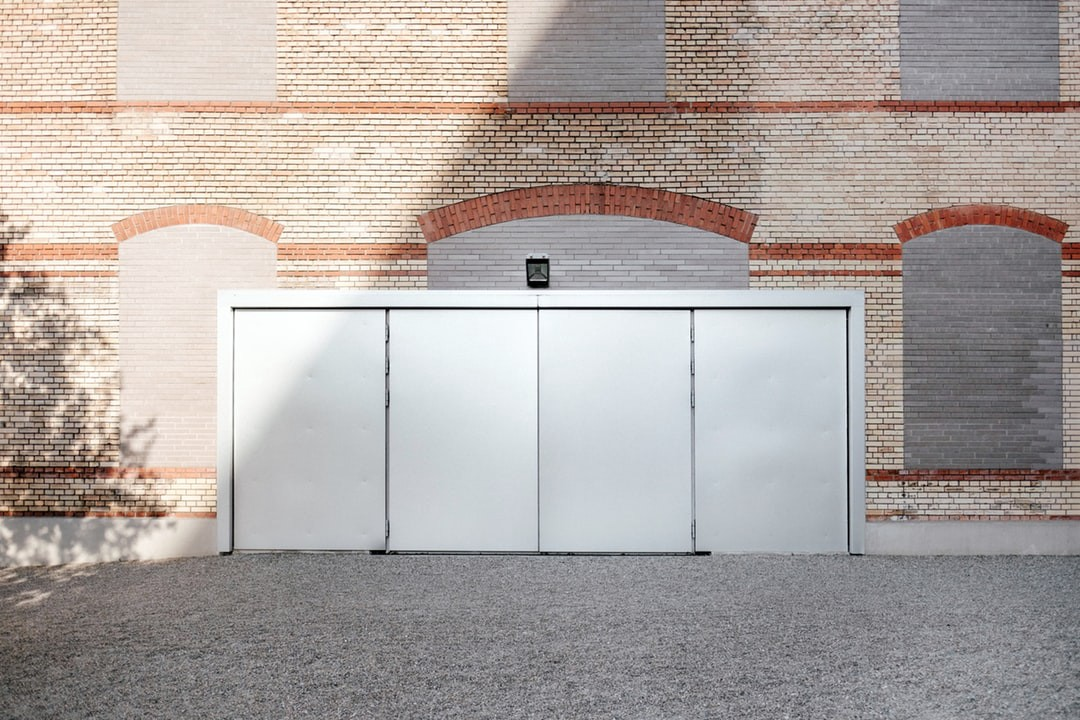 Tips For Choosing A Good Garage Door Repair Company By Christopher Roach Medium