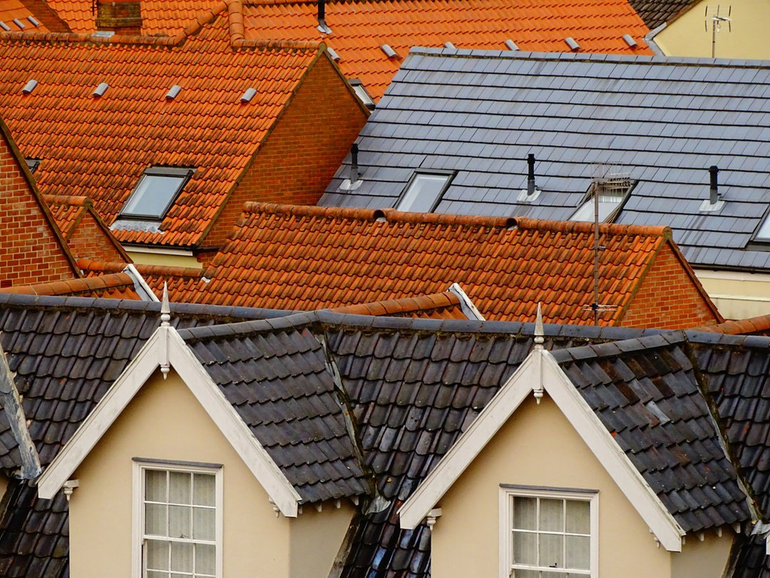 What to Look at When Choosing the Best Roof Repair Services