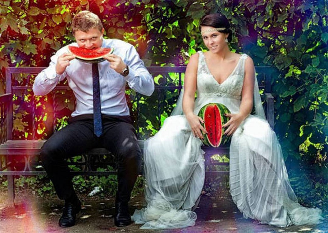 Top 10 WTF Weird Wedding Photos You Can't Unsee : Trends