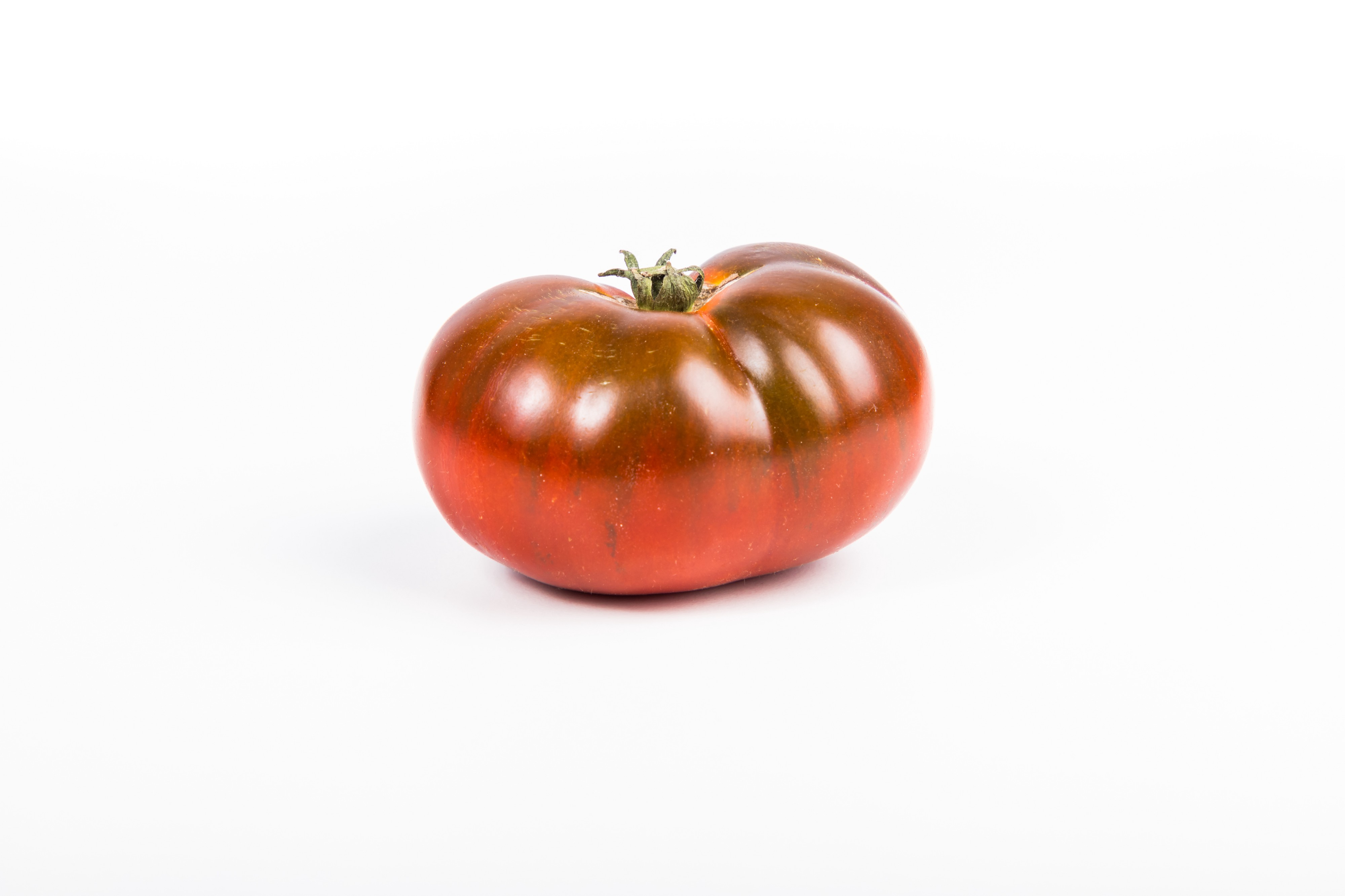 A red tomato against a white background used to illustrate the Pomodoro Technique