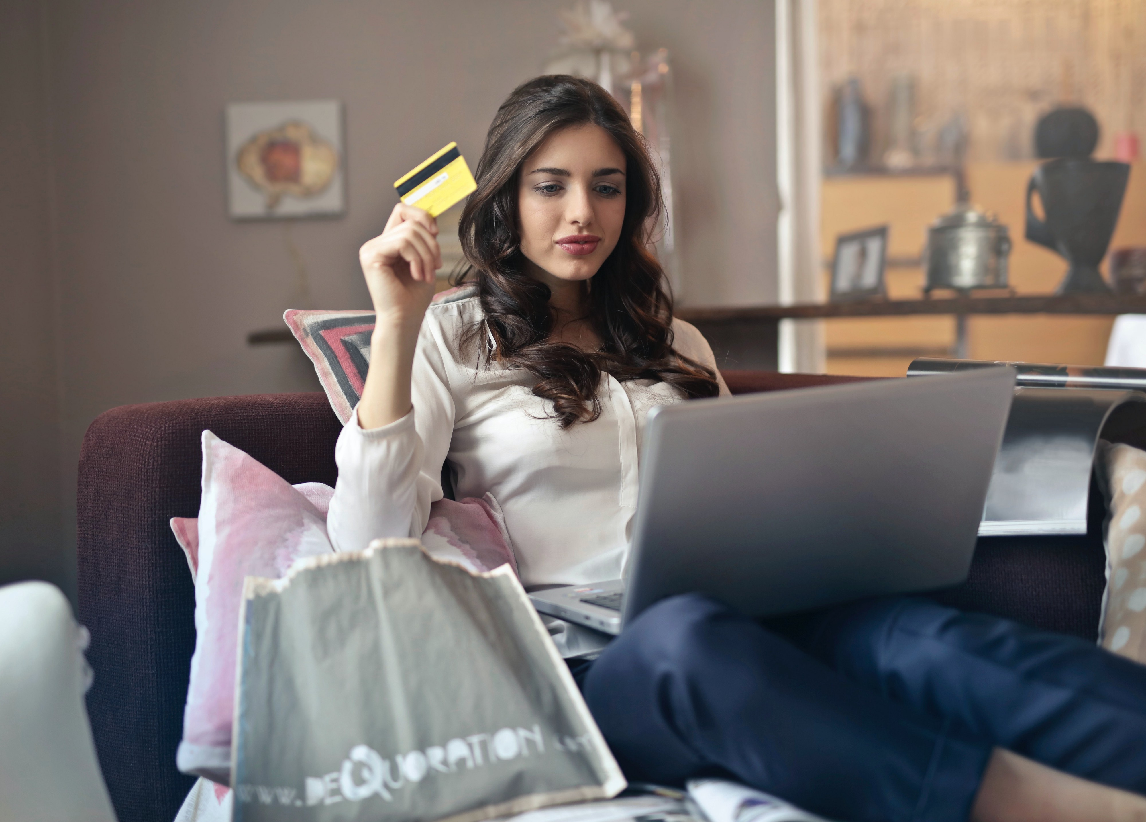 4 Ways to Get More Returning Customers in eCommerce | Create Captivate Close