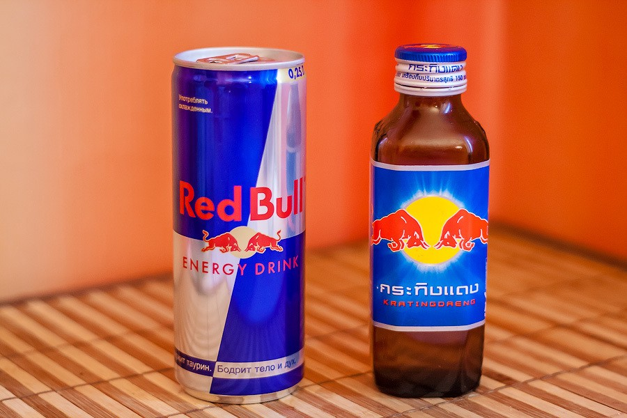 Red Bull and Krating Daeng cans.