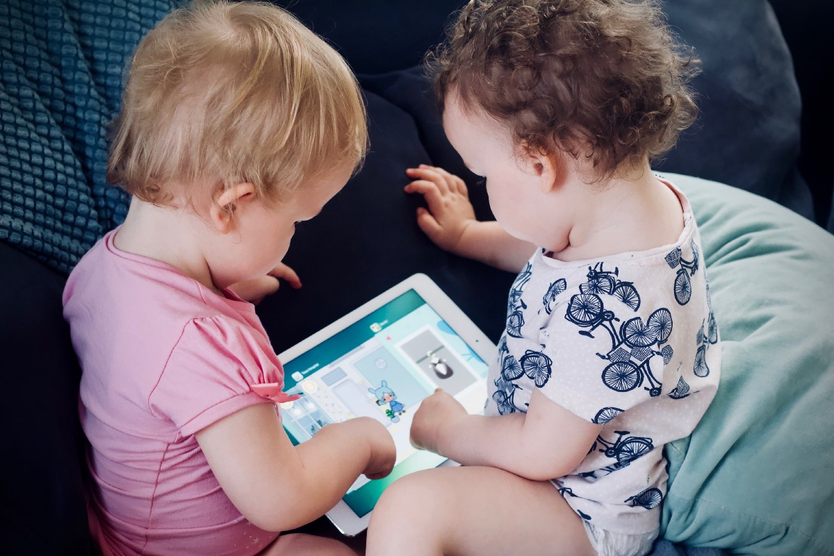 It's So Important To Balance Out Your Child's Screen-time And Playtime