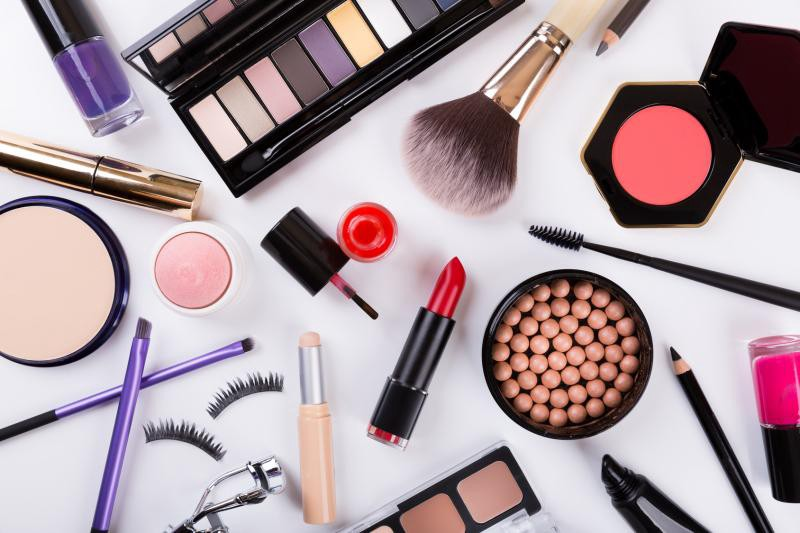 For Your Skin Beauty: Mapping Cosmetic Items with Bokeh